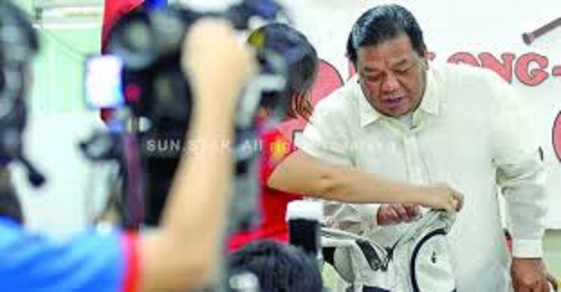 KADAYAWAN  FESTIVAL 2013. DAVAO. City Councilor Edgar Ibuyan Sr. in Vice Mayor Paolo Duterte's media forum Pulong-pulong ni Pulong demonstrates the proper way of inspecting a bag as he asks the public not to carry backpacks and not to park vehicles along the parade area during the Kadayawan Festival as the city tightens security. (King Rodriguez photo/Sun.Star Davao)