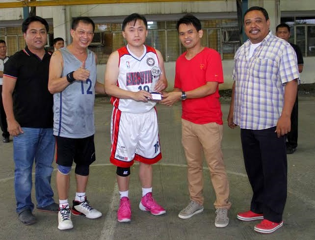 "City Hall Executives hotshot Christopher ""Bong"" Go (No. 18) receives the MVP trophy after fittingly named 2014 IBP-CMO Basketball Tournament Most Valuable Player."