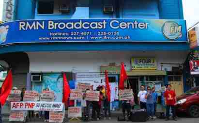 Striking members of the RMN Davao employees' union in front of the network's broadcasting center in Davao City. (photo courtesy of KMU Southern Mindanao)