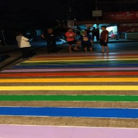 PHOTONEWS: LGBT GROUP PAINTS RAINBOW COLORS ON DAVAO PEDESTRIAN LANE